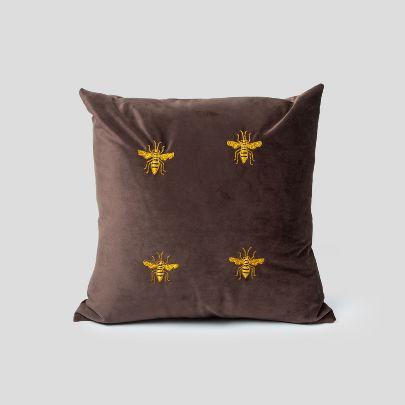 تصویر کوسن قهوهای 4 زنبور