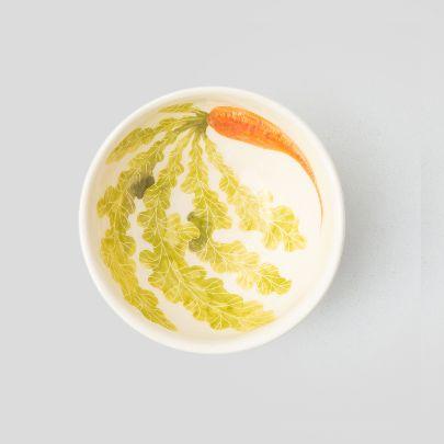 تصویر کاسه سفید هویج
