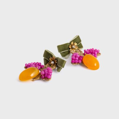 Picture of Bee earrings with green velvet