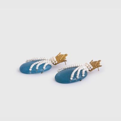 Picture of Blue crown and antique earrings