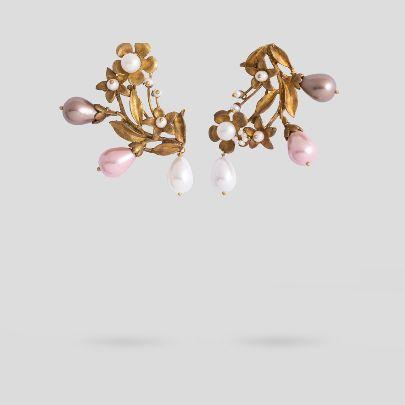 تصویر گوشواره گل با مروارید سه رنگ