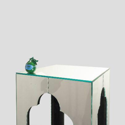 تصویر میزکنار مبلی آینه ای