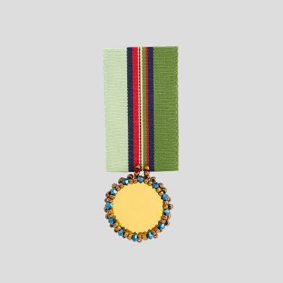 تصویر   مدال راه راه سبز و آیینه طلایی