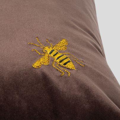 تصویر کوسن قهوهای  تک زنبور