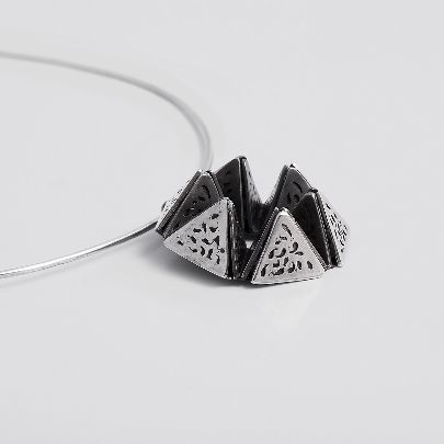Picture of arch necklace
