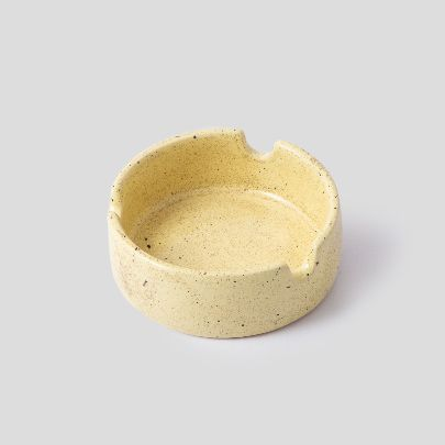 Picture of yellow ash tray