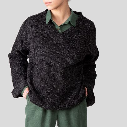 Picture of dark gray v_neck knit sweater