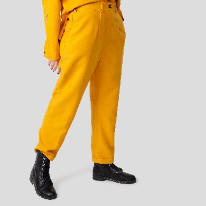 Picture of yellow highwaist trousers