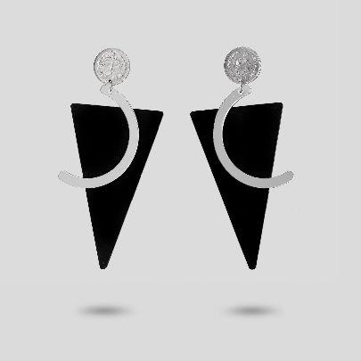 تصویر گوشواره مثلث مشکی و سکه