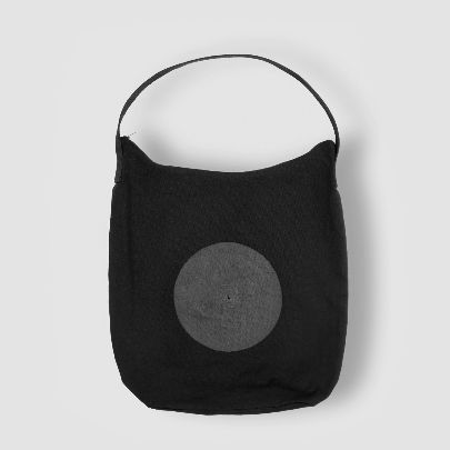Picture of black bag with zipper