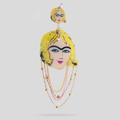 Picture of lady nabaut brooch