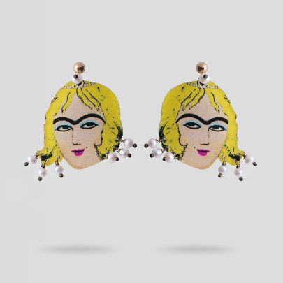 Picture of lady nabaut earrings with pearl