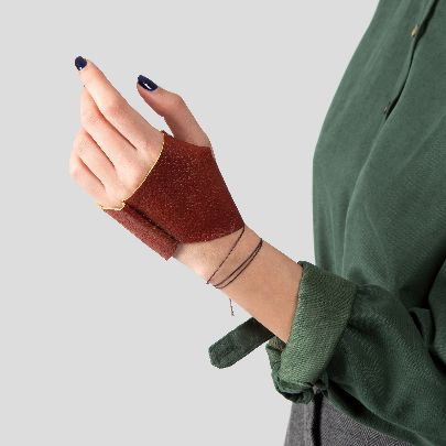 Picture of brick red leather gloves