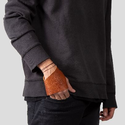 Picture of light brown leather gloves