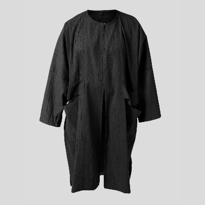 Picture of black mantua with pocket