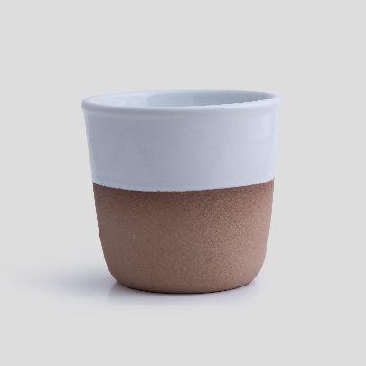 تصویر لیوان سفید و قهوه ای