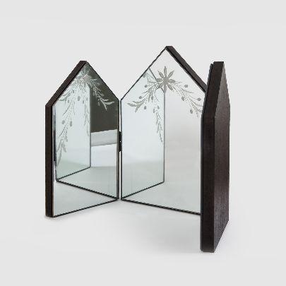 Picture of three valvular stonework mirror