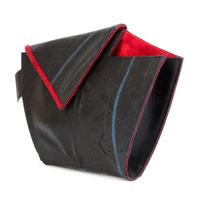 تصویر کیف دستی قایق با آستر قرمز