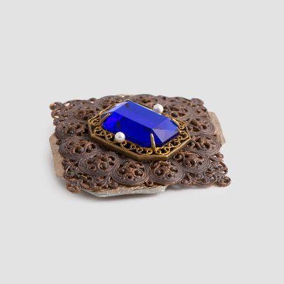 تصویر گل سینه با سنگ آبی