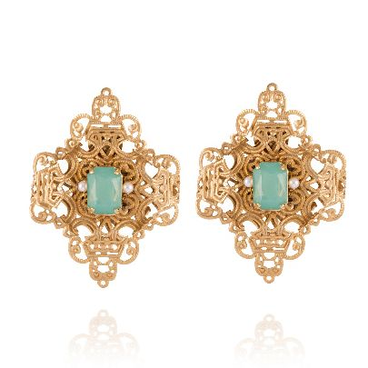 Picture of dimond earrings with green stone