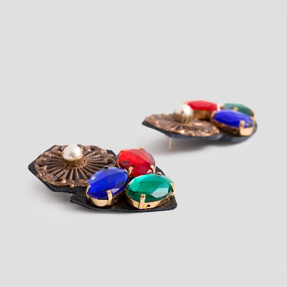 Picture of colorfull earrings with leather