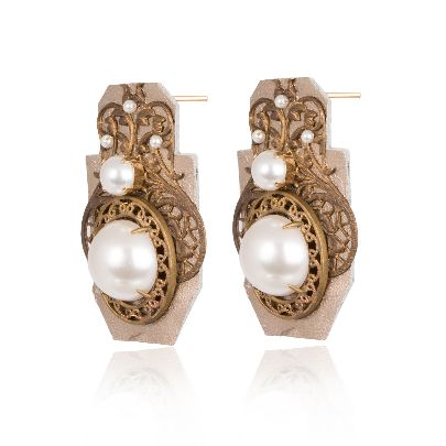 Picture of golden leather earrings