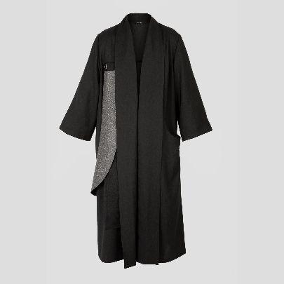 Picture of black & silver palto