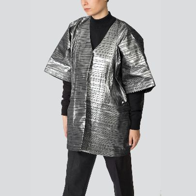 Picture of short silver manteau