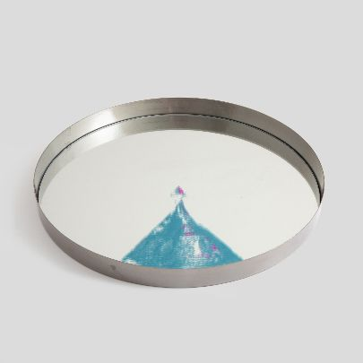 Picture of mirror tray with triangle pattern