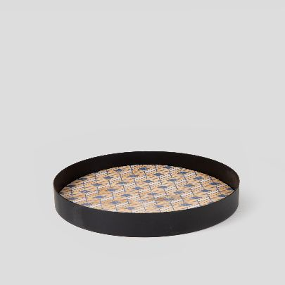 Picture of wooden tray with lozenge pattern