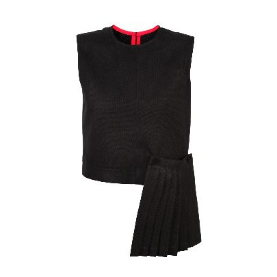 Picture of chapter 38 black pleated top
