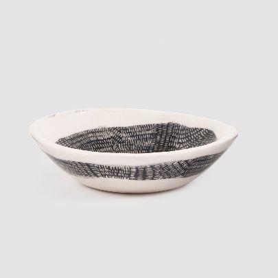 تصویر کاسه سرامیکی سیاه و سفید