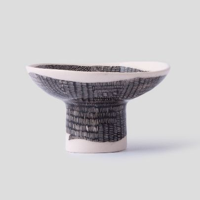 Picture of black & white large size bowl