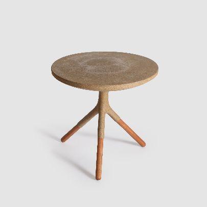 تصویر میز کنار مبل پایه چوبی