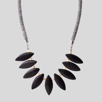 Picture of black zamin necklace