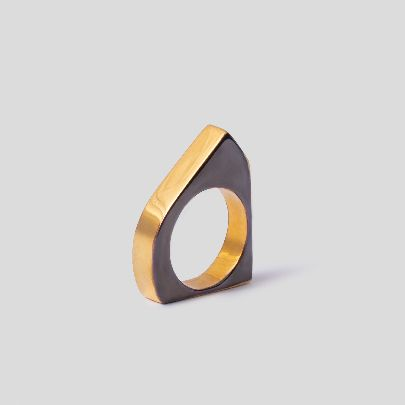 تصویر انگشتر نقره ای دور طلایی چندضلعی