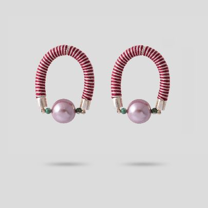 Picture of arc pearl earings