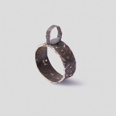 Picture of double-sided black hole ring