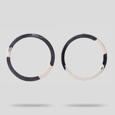 تصویر گوشواره دایره طوسی سفید