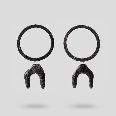 Picture of black circle earrings