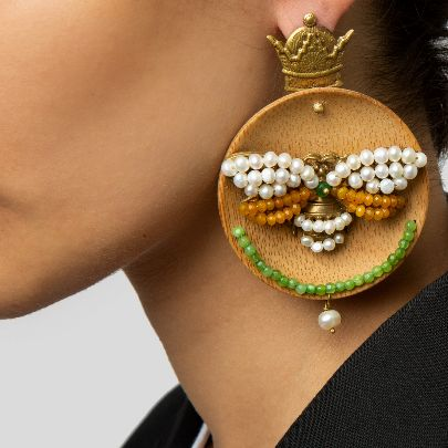 Picture of wooden earrings with shahpari design