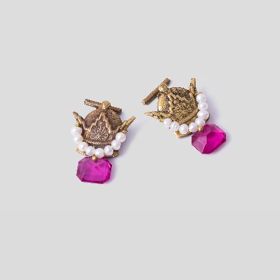 Picture of crown cuff links with pink stone