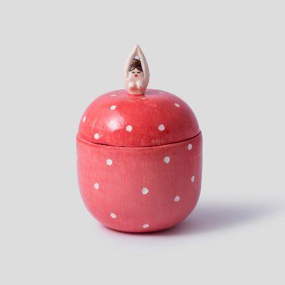 تصویر ظرف زنان کوچک قرمز