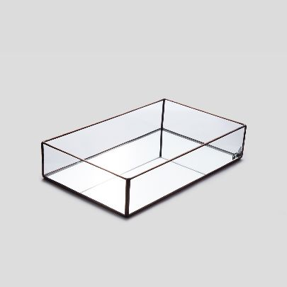 Picture of lidless glass box