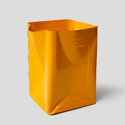 Picture of yellow tin bucket