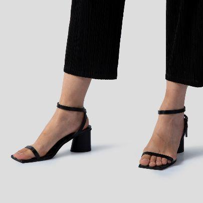 تصویر کفش پاشنه بلند مشکی بند دار
