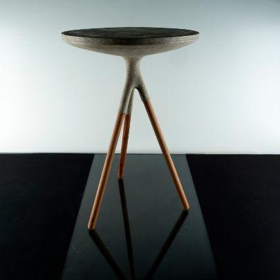 تصویر میز کنار مبل پایه چوبی بلند