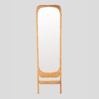 تصویر آینه ایستاده و طبقه درون