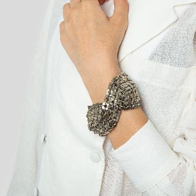 تصویر دستبند مهره