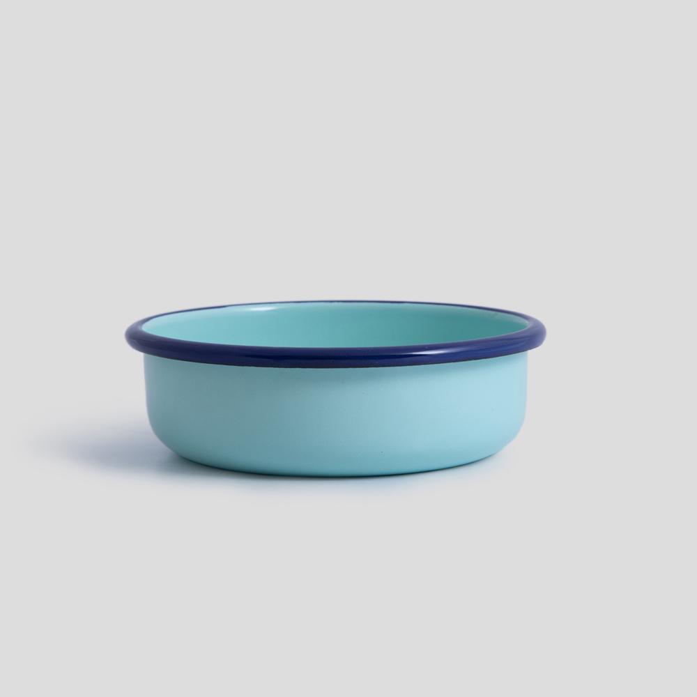 تصویر  کاسه  آبی فیروزهای دور سرمهای